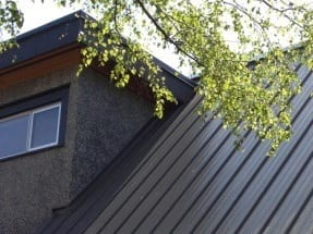 metal-roof-vs-shingles
